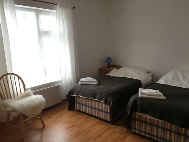 Twin bedroom in a rural setting - Loughrea