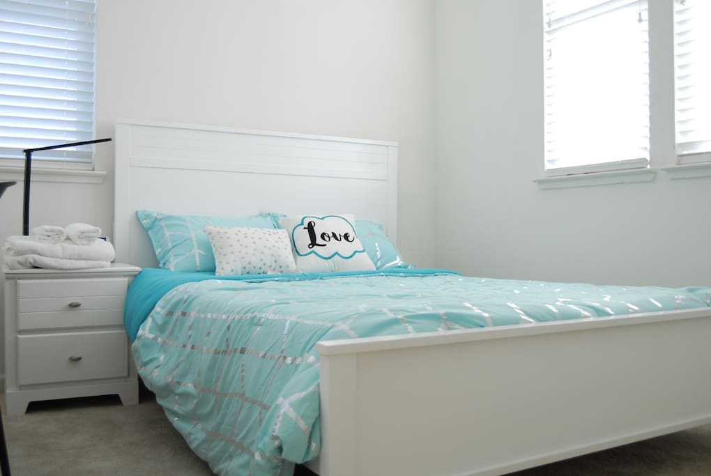 You'll be staying in a newly furnished room with a full size bed, lamp, hamper, hangers, body towels, face towels, side table and spacious closet.