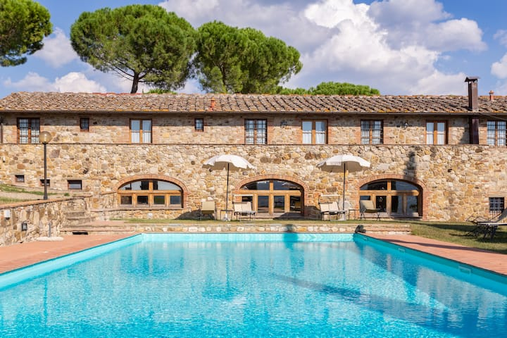 Cozy 3 bedroom apartment for 8 people in Chianti