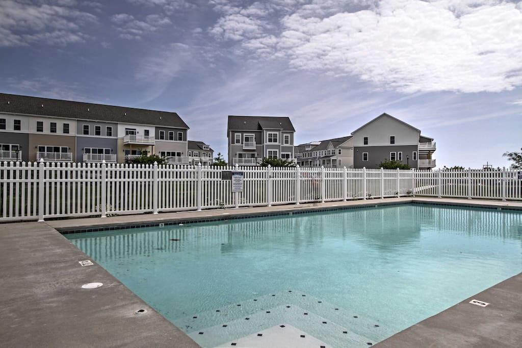 Take advantage of the community amenities, including a pool, marina, fitness center and dock.
