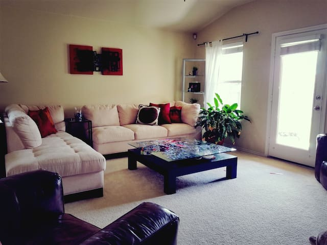 Your home away from home - Pflugerville - Hus