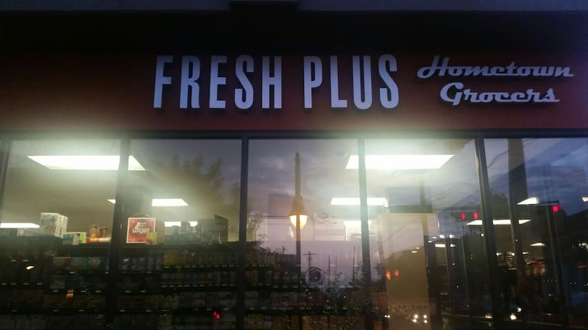 My neighborhood grocery store, Fresh Plus, located at 24th street and San Gabriel.