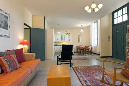 Sun Drenched 2 Bedroom with Terrace - Beaucaire
