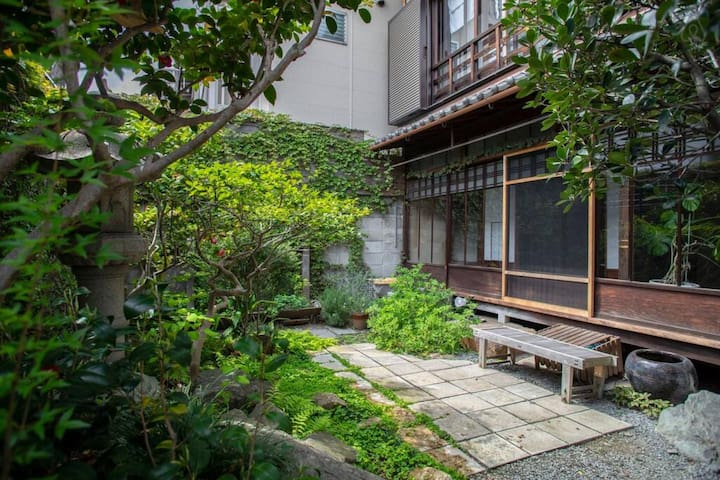【Single room】Enjoy a traditional townhouse near Nijo castle with 80 years of history (Double-size mattress)