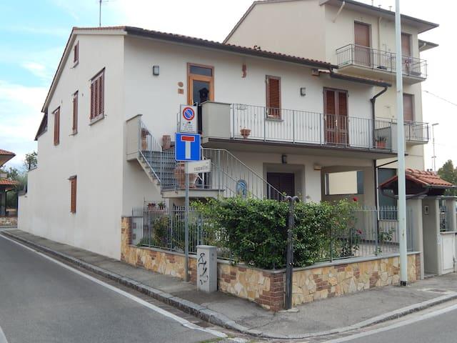Toscana in tasca a casa nostra, - ปราโต - บ้าน