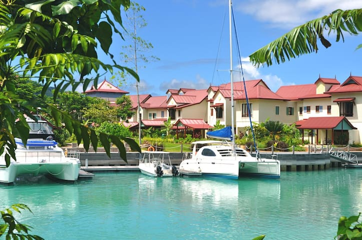Luxury Marina Apartment,  Eden Island