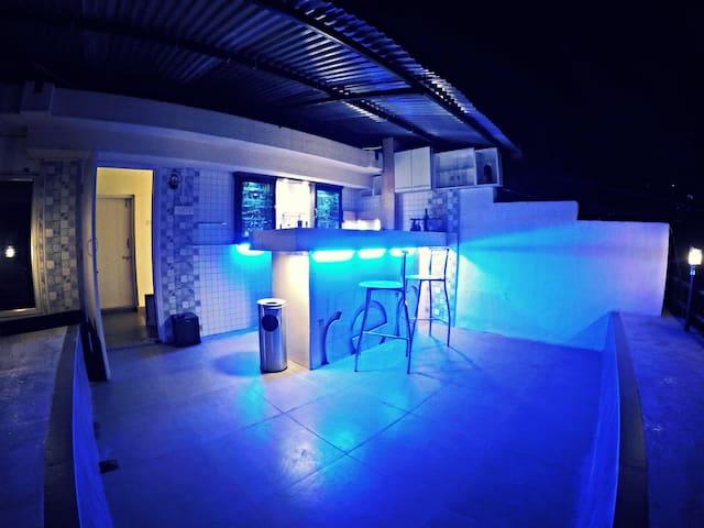 Cozy Poolside Bungalow Room - 2 (nr kalyani nagar) - Pune - Bungalow