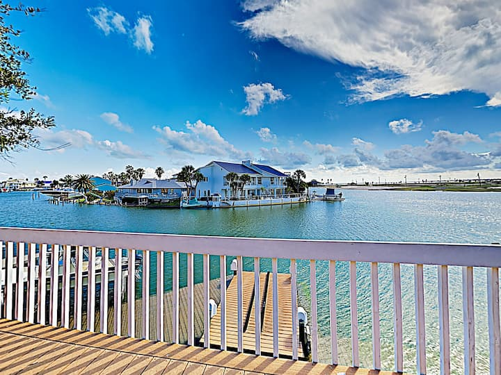 Remodeled Key Allegro Waterfront Home – Near Beach