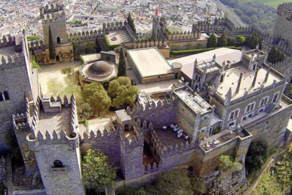 Vistas aéreas al majestuoso Castillo de Almodóvar