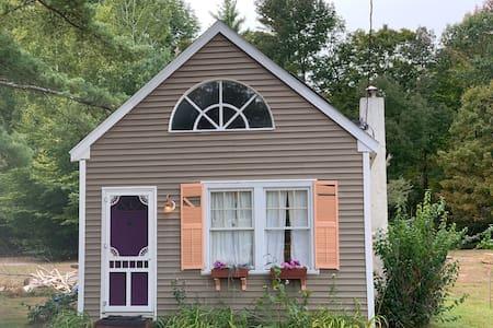 Woodstock Mountain Cottage-Close to I93 & Resorts