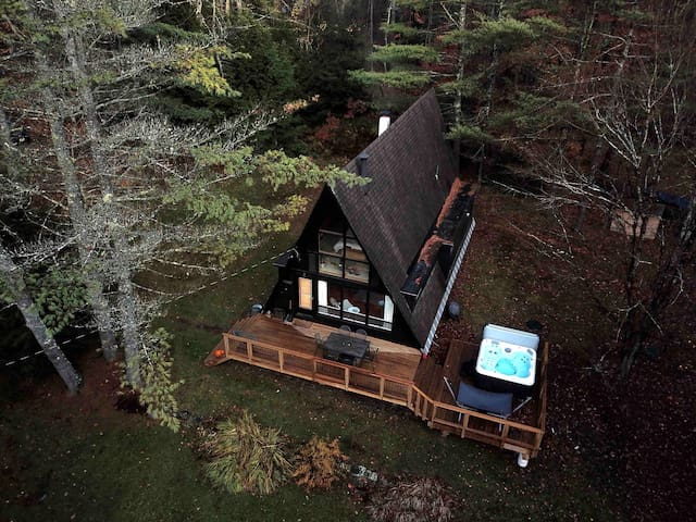 Mod Cabin in woods Hot Tub near Stratton & MtSnow