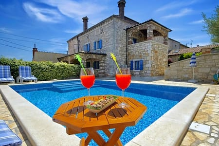 Villa Rita mit Pool - Kaštelir