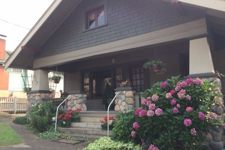 Craftsman Bungalow in historic downtown Roseburg