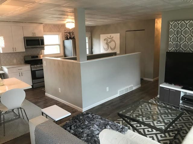 RENOVATED 3+ BEDROOM HOME MINUTES FROM EVERYTHING! - Minneapolis - Dom