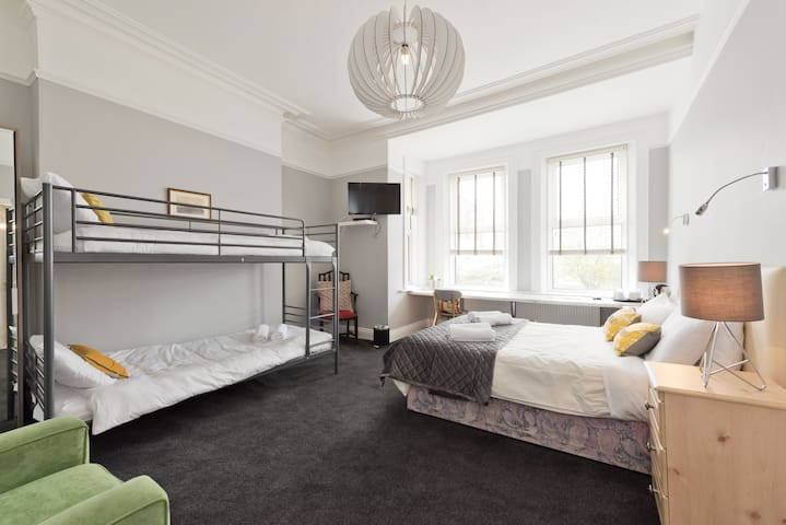 SUPER LOCATION*Large private family ensuite room*across from RDS