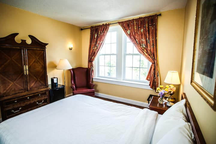 Comfy Budget Rm-Historic Hotel- CLEAN Queen rural