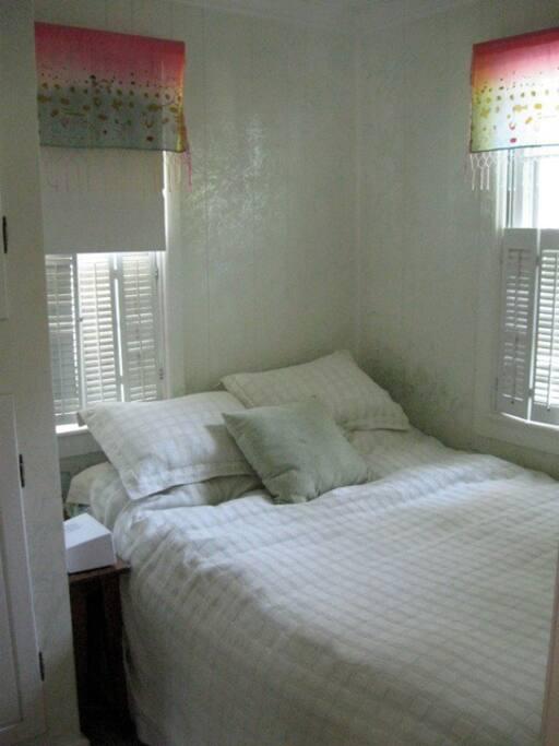 A cosy bedroom