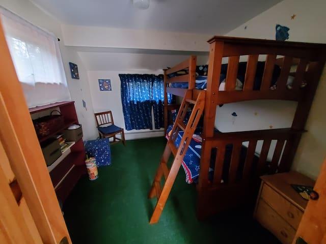Bunkbeds in bedroom 2