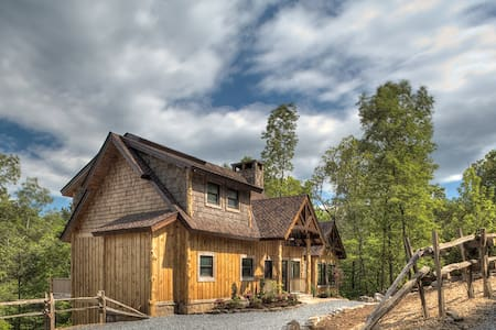 A Mayfly Lodge & Treehouse - Blue Ridge