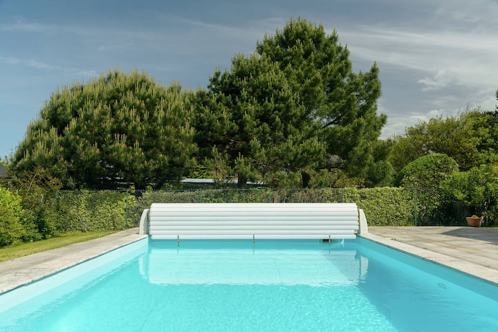 Spacious Villa in Concarneau with Swimming Pool