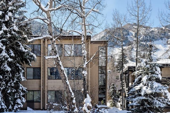 Studio Condo in the Heart of Aspen!