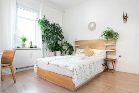 ♥URBAN JUNGLE♥ Sunny, comfy 2BR Flat, near U-bahn