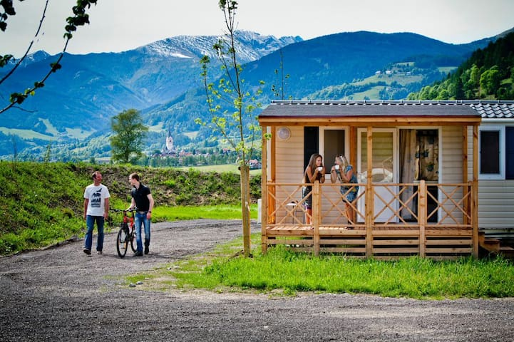 Private Mobilhäuser in Mitten der Natur