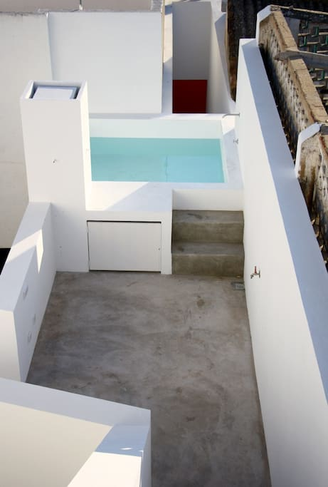 A wonderful Mini pool to refresh on the 1rst floor terrace