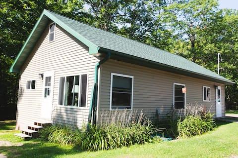 Woodside Lake Retreat Cottage 4