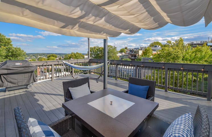 Rooftop Deck•Mins To Downtown•Free/On-Site Parking