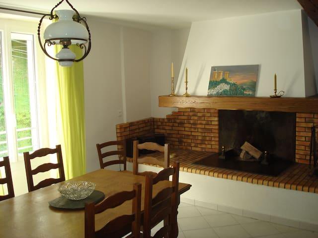 La Maison de L'Espine,  pays Cathare et Pyrénées - Fougax-et-Barrineuf - Vakantiewoning