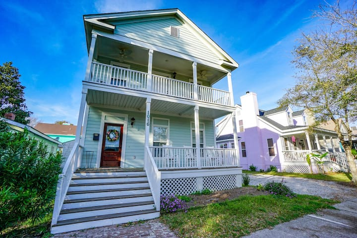 Ideal Location! Perfect for Graduations and Lowcountry Getaways!