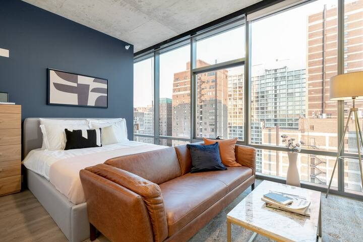 Smart Lakeview Studio, walk to Lakefront & Lincoln Park, by Blueground