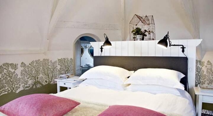 """Villa Adélaïde, chambre """"Alice"""", Chimay"""
