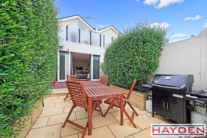 Alexander - 2 B/r period home that people love! - South Melbourne - Ev