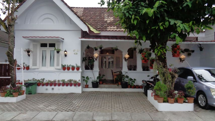 ABG Guest House-Classic Heritage Colonial