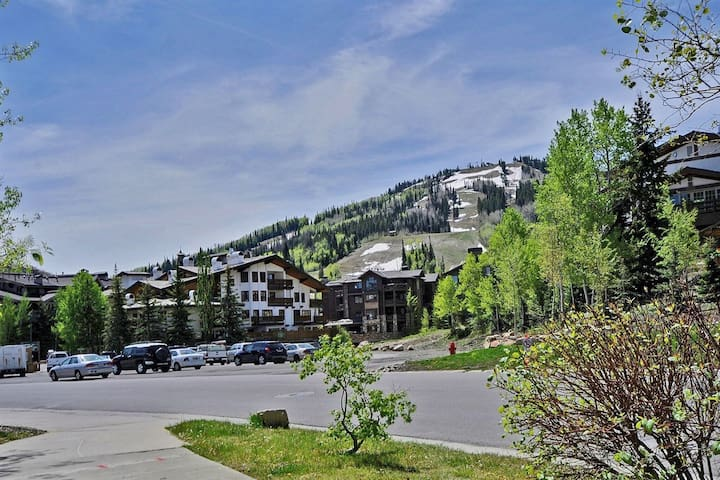 Rustic Elegance: Park City's Silver Lake Village / Upper Deer Valley