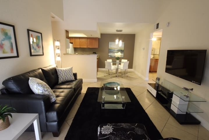 2BR/2BA Las Vegas near Strip + BALCONY & POOL S316