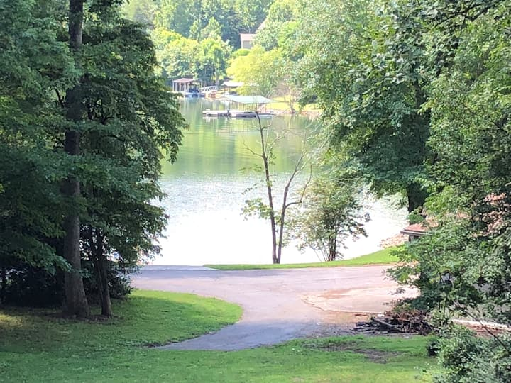 Lake View Carriage House