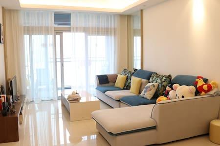 100平方米临水而居酒店式公寓,奔驰车可借你用 - Shenzhen - Leilighet