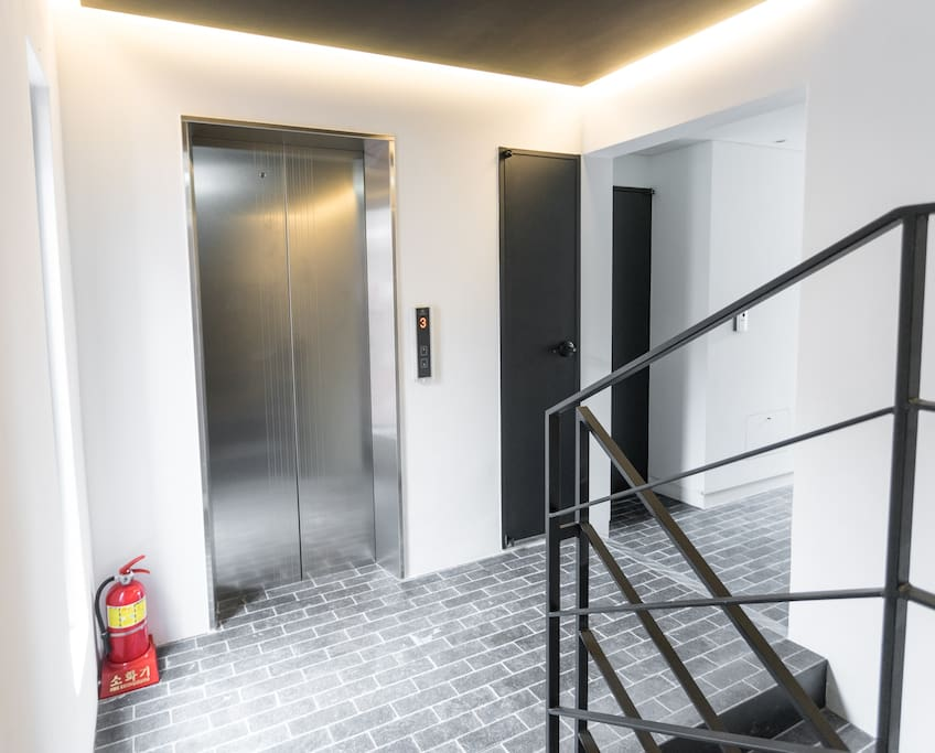 Elevator for easy access