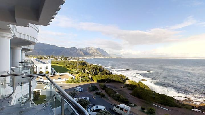 Stunning seafront apartment in Central Hermanus