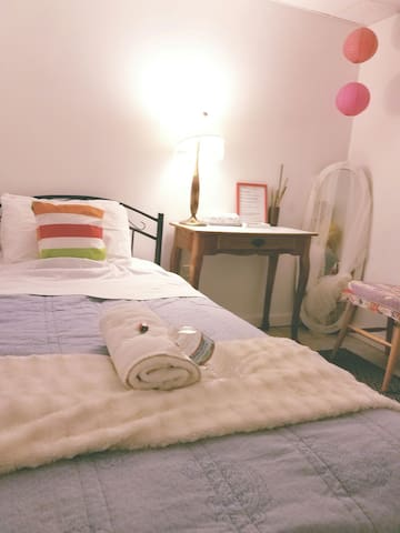 Cozy Private Room on Garden Level - Arlington - Σπίτι