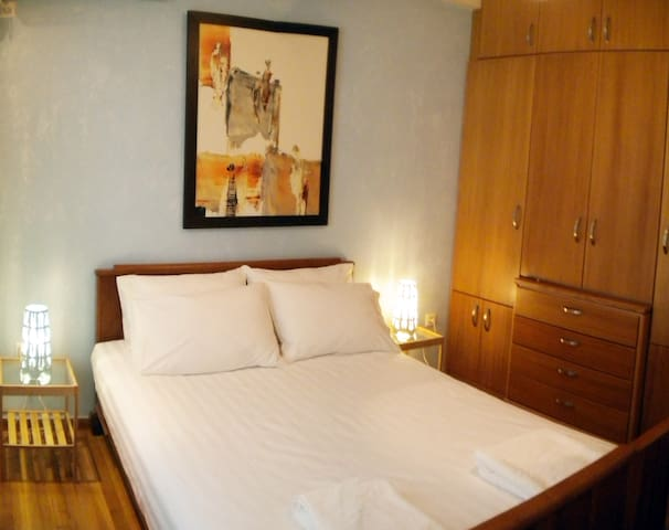 indipendently airconditioned bedroom