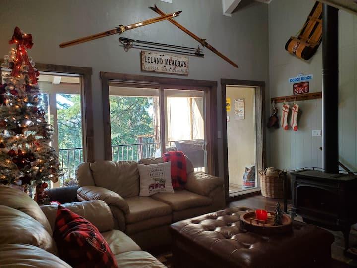 New Listing! Leland Lodge Hike Pinecrest Ski Dodge