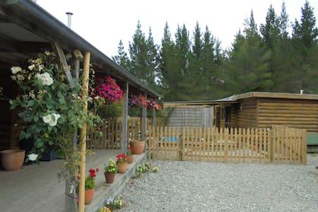 Riverside Farm log cabin. - Cottage