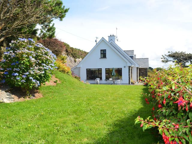 Cottage metres from the sea in a tranquil setting