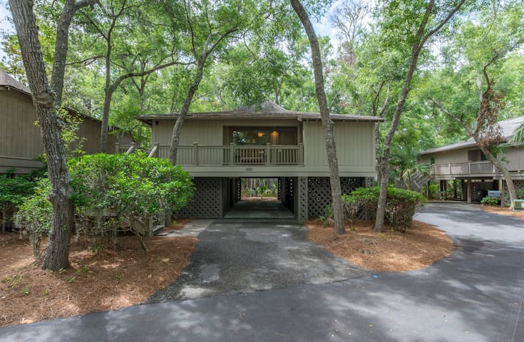 Renovated, close to community pool and beach