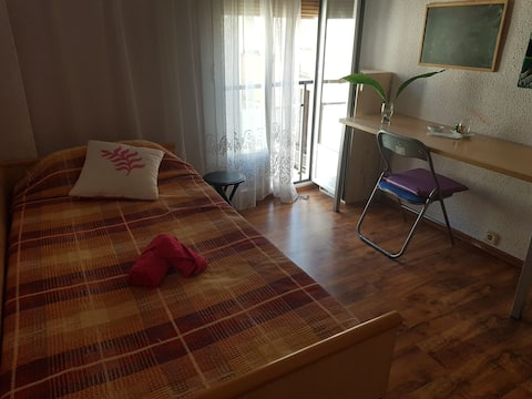 Habitación en Monzón con cama nido