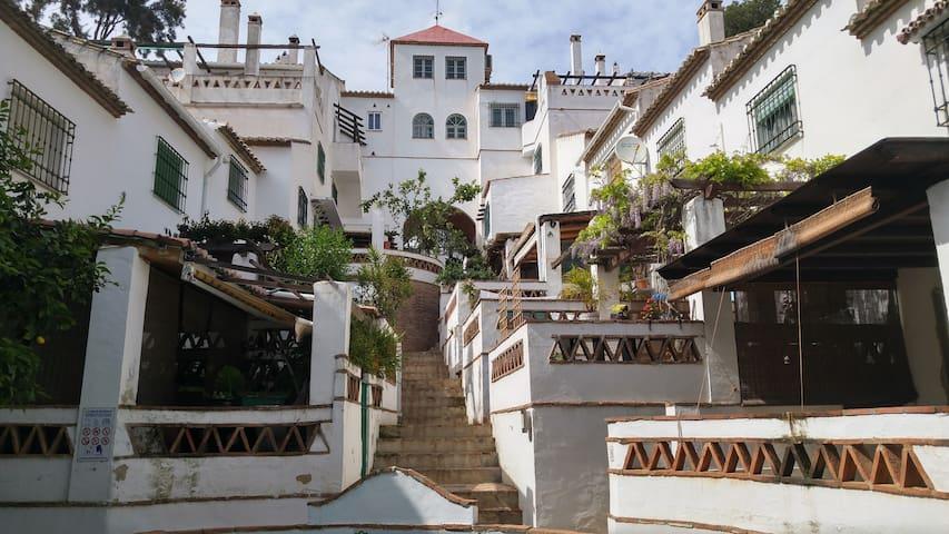 CHALET ADOSADO TORREMOLINOS, WIFI - Torremolinos - House